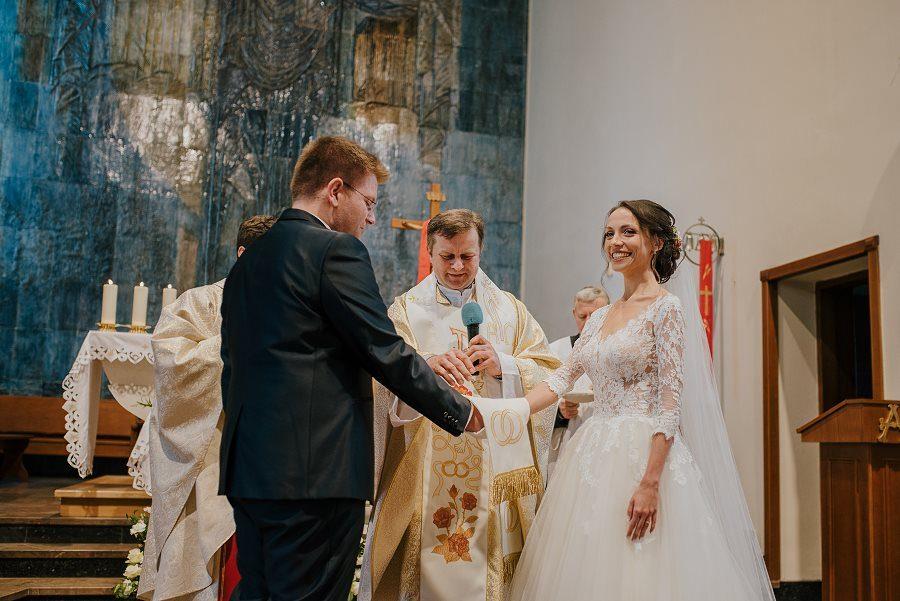 Piękny, wzruszający ślub - Dworek BINKOWSKI Kielce 64