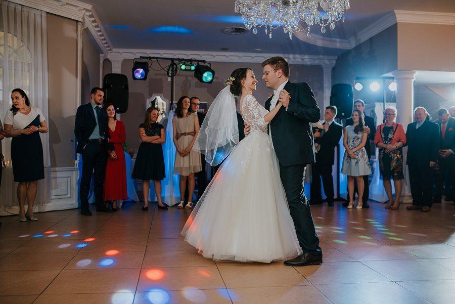 Piękny, wzruszający ślub - Dworek BINKOWSKI Kielce 88