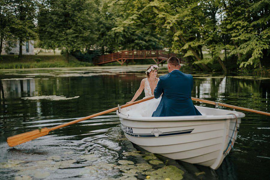 Sesja ślubna z huśtawką i łódką - Żurawie Gniazdo, Maleszowa, Kielce 22