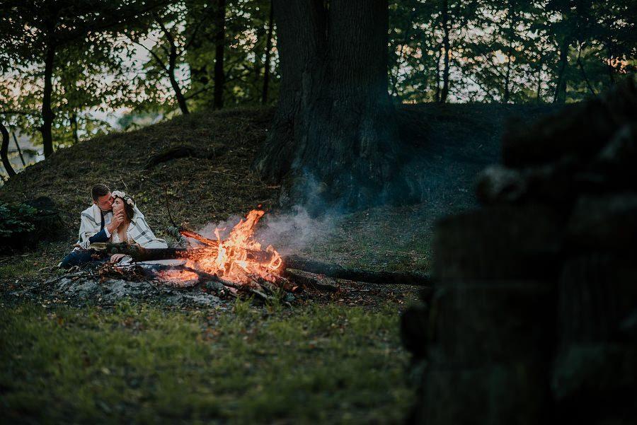 Sesja ślubna z huśtawką i łódką - Żurawie Gniazdo, Maleszowa, Kielce 29