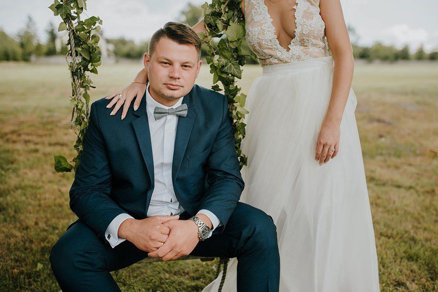 Sesja ślubna z huśtawką i łódką – Żurawie Gniazdo, Maleszowa, Kielce
