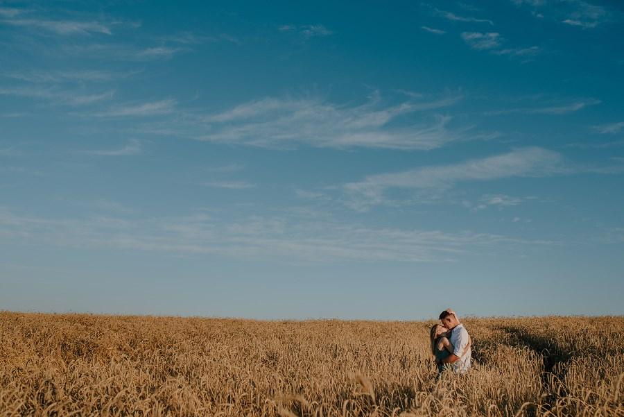 Romantyczna sesja przy ognisku - rocznica ślubu. 7