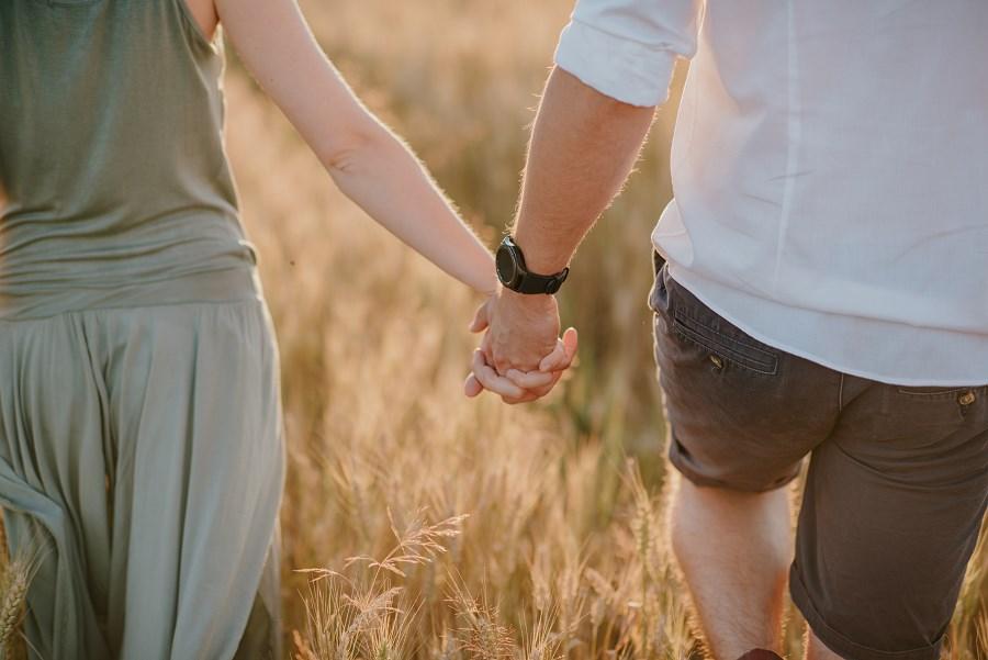 Romantyczna sesja przy ognisku - rocznica ślubu. 19