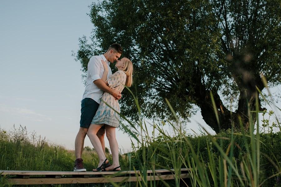 Romantyczna sesja przy ognisku - rocznica ślubu. 24