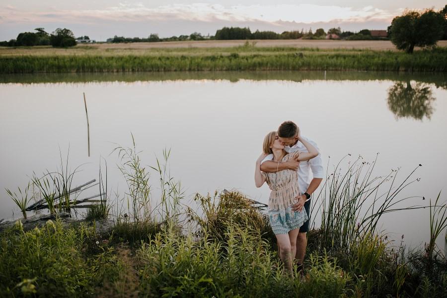 Romantyczna sesja przy ognisku - rocznica ślubu. 32