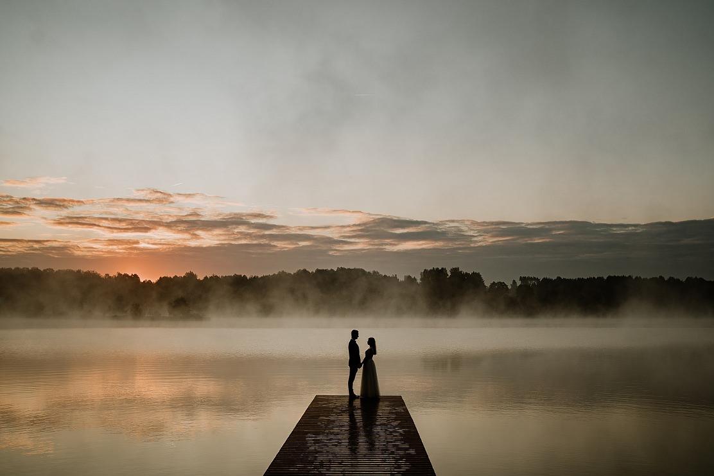 Beata i Andrzej - romantyczna sesja ślubna o wschodzie słońca - Kielce 11